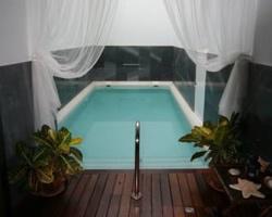 Habitaciones con piscina privada en andalucia for Suite con piscina privada madrid