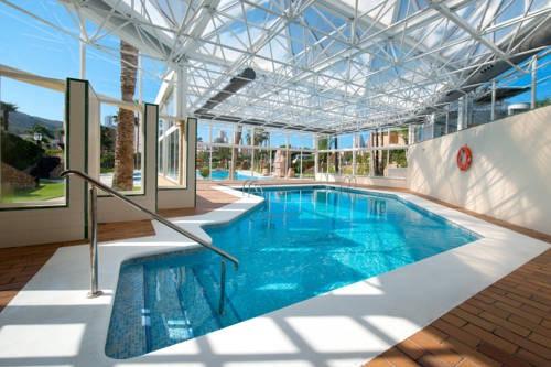 Suites y habitaciones con piscina o jacuzzi privado for Hoteles con habitaciones familiares en benidorm