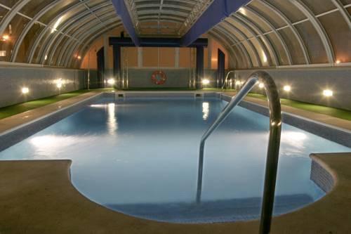 Suites y habitaciones con piscina o jacuzzi privado for Hoteles en granada con piscina climatizada