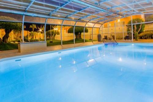 Hoteles con piscina climatiza for Piscina climatizada benidorm