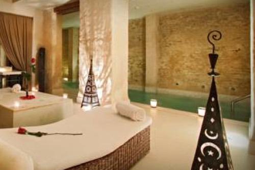 Hoteles con piscina climatiza for Vacaciones en villas con piscina