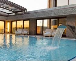 Hoteles con piscina climatizada en madrid for Hoteles en valencia con piscina