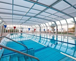 Hoteles con piscina climatizada en marbella for Hoteles en valencia con piscina