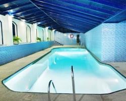Hoteles con piscina climatizada en malaga for Piscina torremolinos