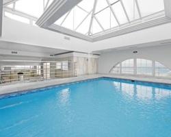 Hoteles con piscina climatizada en granada for Piscinas cubiertas granada