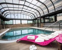 Hoteles con piscina climatizada en granada for Hoteles en valencia con piscina