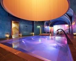 Hoteles con piscina climatizada en madrid for Paradores con piscina climatizada