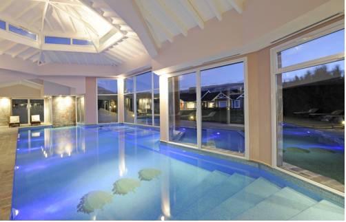 Suites y habitaciones con piscina o jacuzzi privado for Hotel piscina habitacion